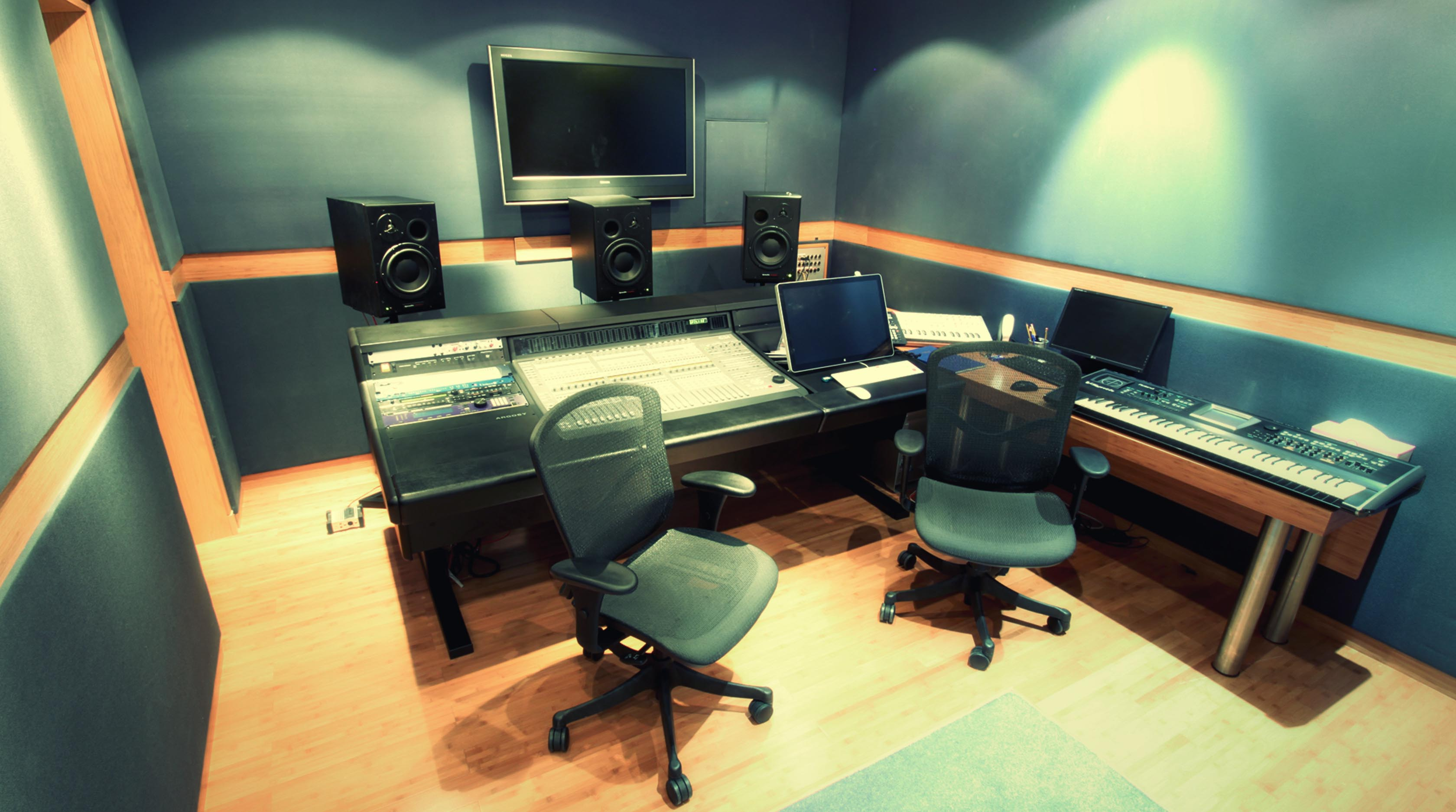 Providing sound mixing in a variety of surround configurations up to 5.1